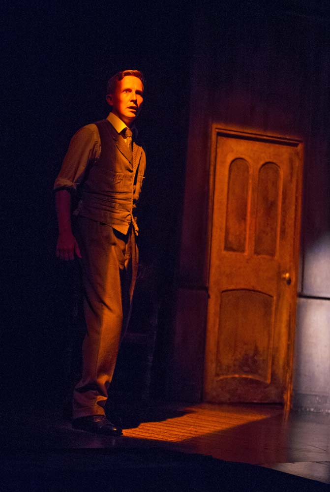 the woman in black theatre review Susan hill's haunted house story, the woman in black, skilfully adapted by  stephen mallatratt, is terrifying a tale of unimaginable horror.