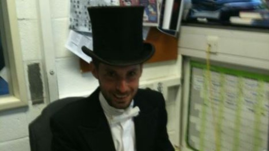 (He doesn't usually look quite so Dickensian, this was Robbie dressed up for the opening night of Top Hat in 2011!)